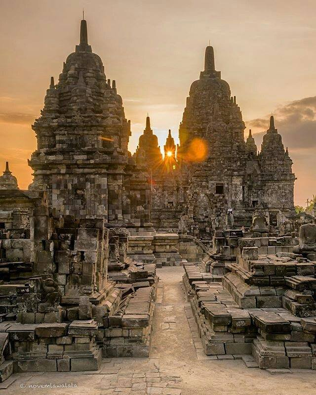 sunset candi sewu