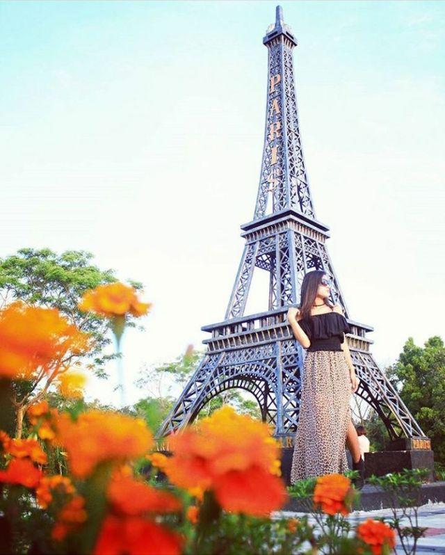 Hasil gambar untuk Menara Eiffel (Eiffel Tower) merapi park